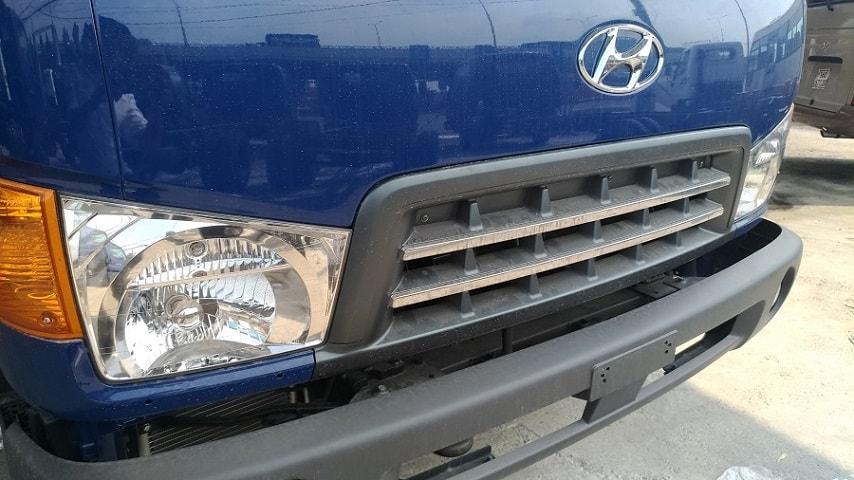 Cụm đèn và nội thất xe Hyundai 8 tấn này