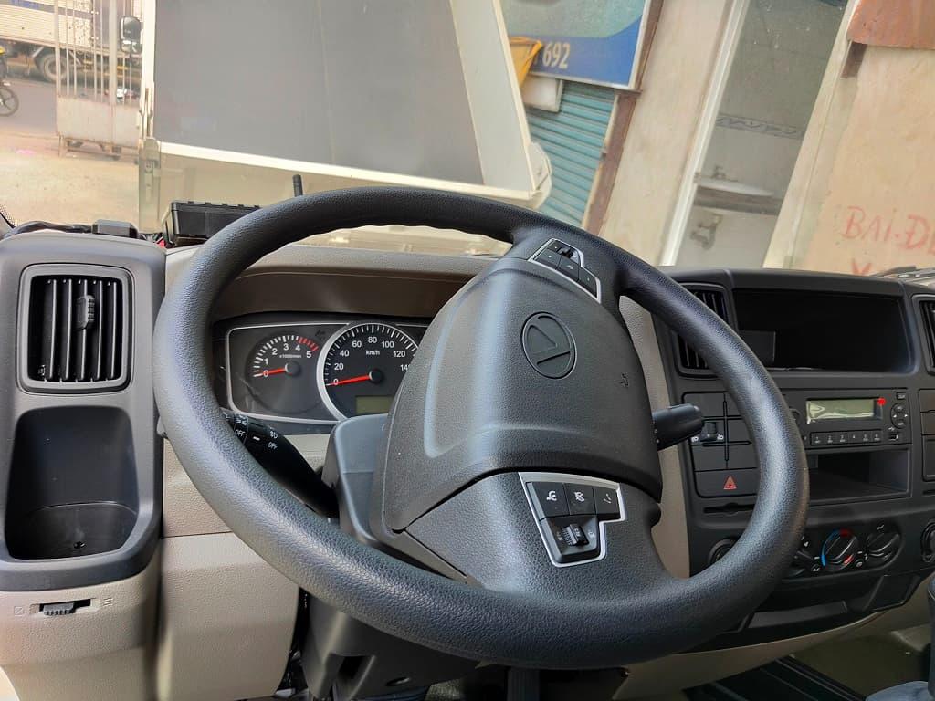 Tay lái của xe tích hợp nút điều khiển