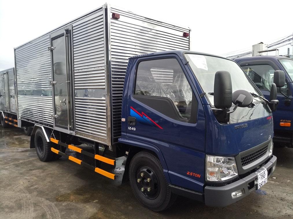 Xe tải IZ49 thùng kín màu xanh