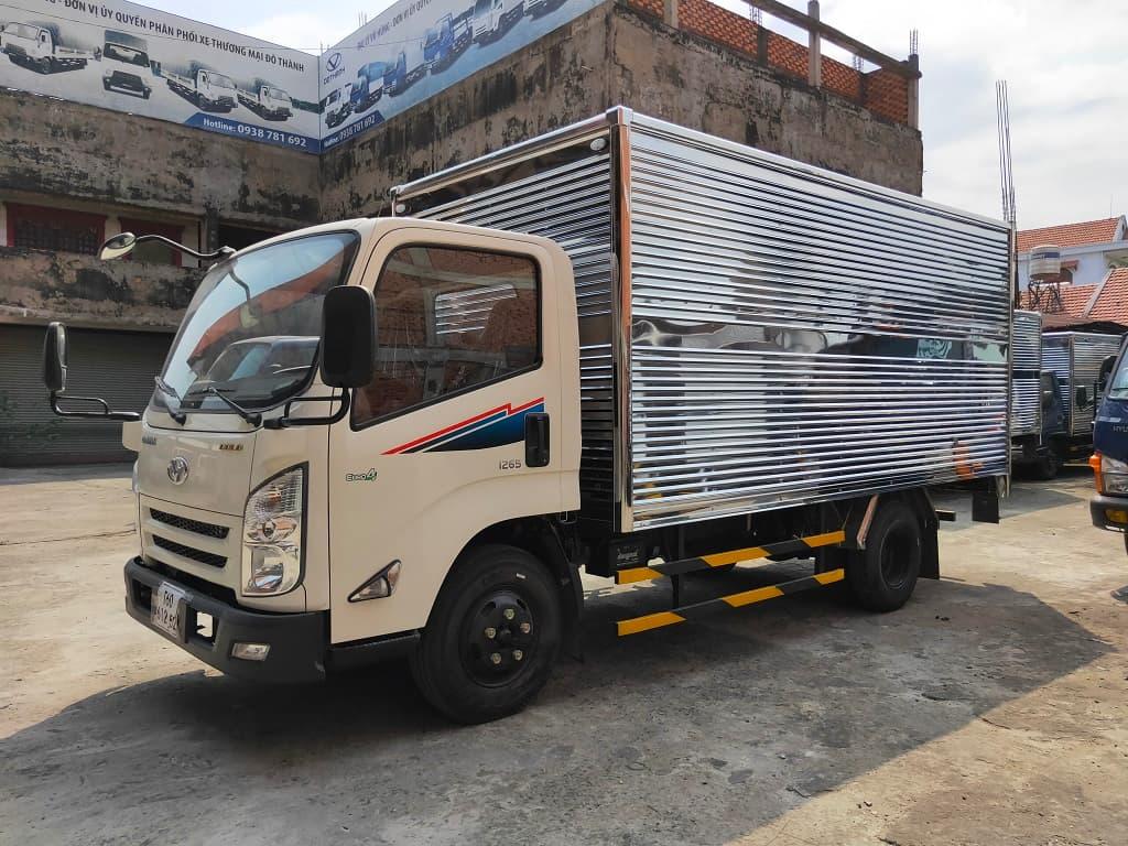 Giá xe Đô Thành IZ65 thùng kín trắng