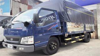Hình xe tải IZ49 mui bạt màu xanh.