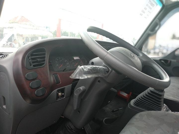 Tay lái gật gù tiện dụng và tầm nhìn rộng xe ben HD65