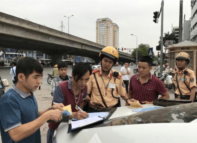 Cảnh sát xử phạt không có bằng lái
