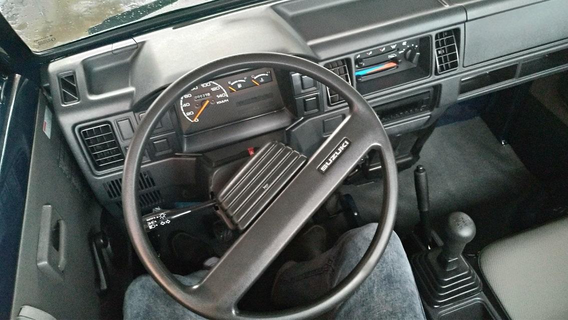 Thiết kế nội thất xe tải Suzuki tinh tế, đơn giản