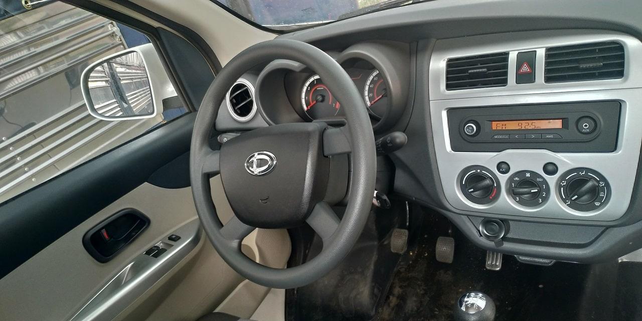 Tay lái và đồng hồ hiển thị xe tải Tera 100