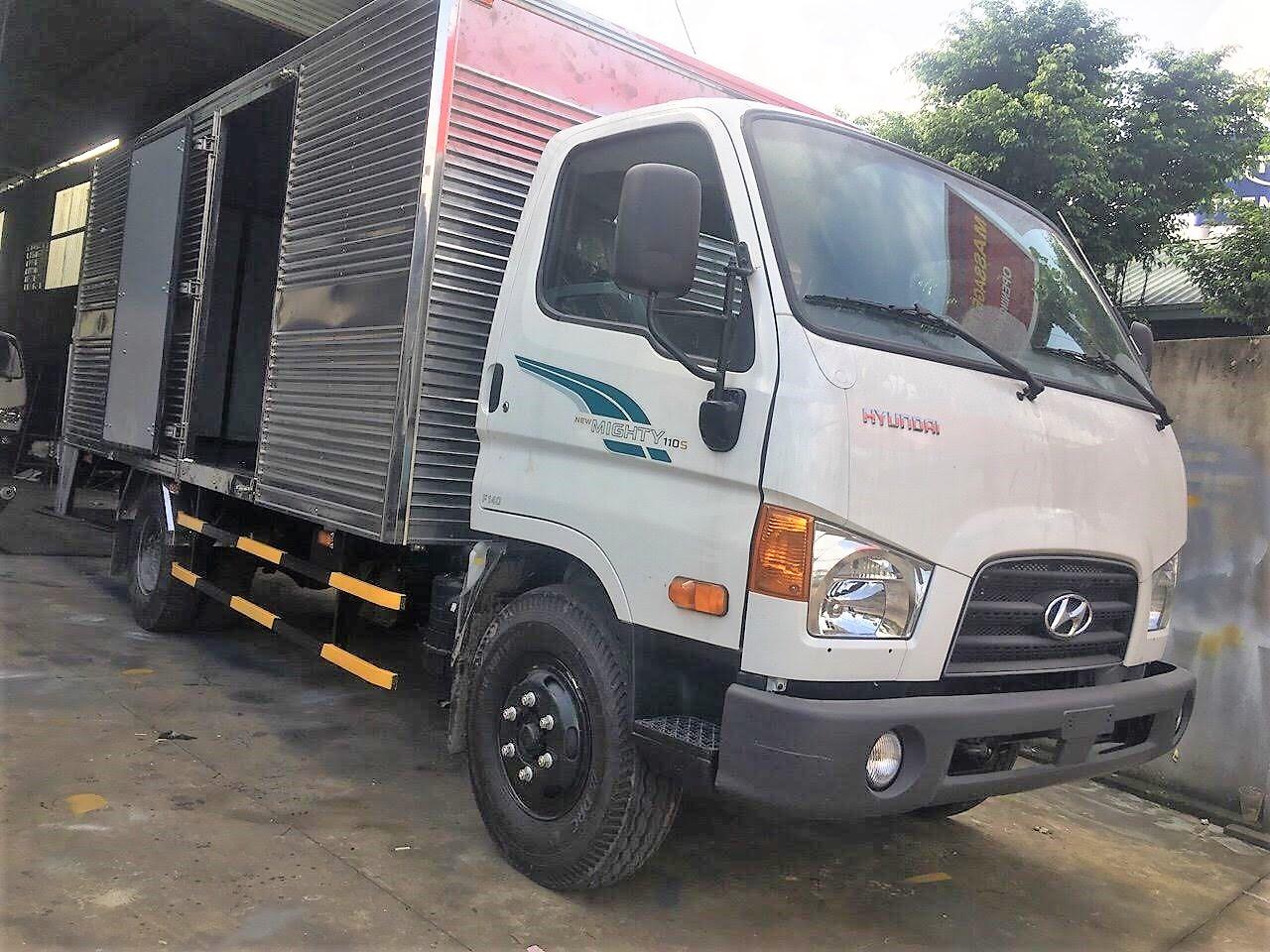Xe tải Hyundai Mighty 110S thùng kín xanh