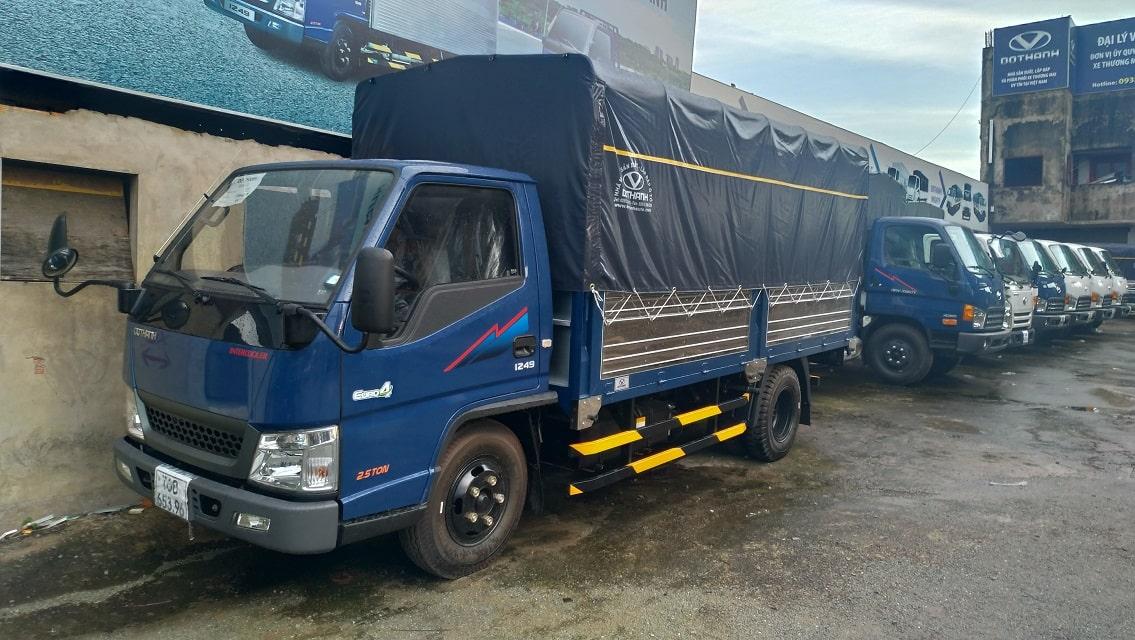 Xe tải IZ49 mui bạt màu xanh