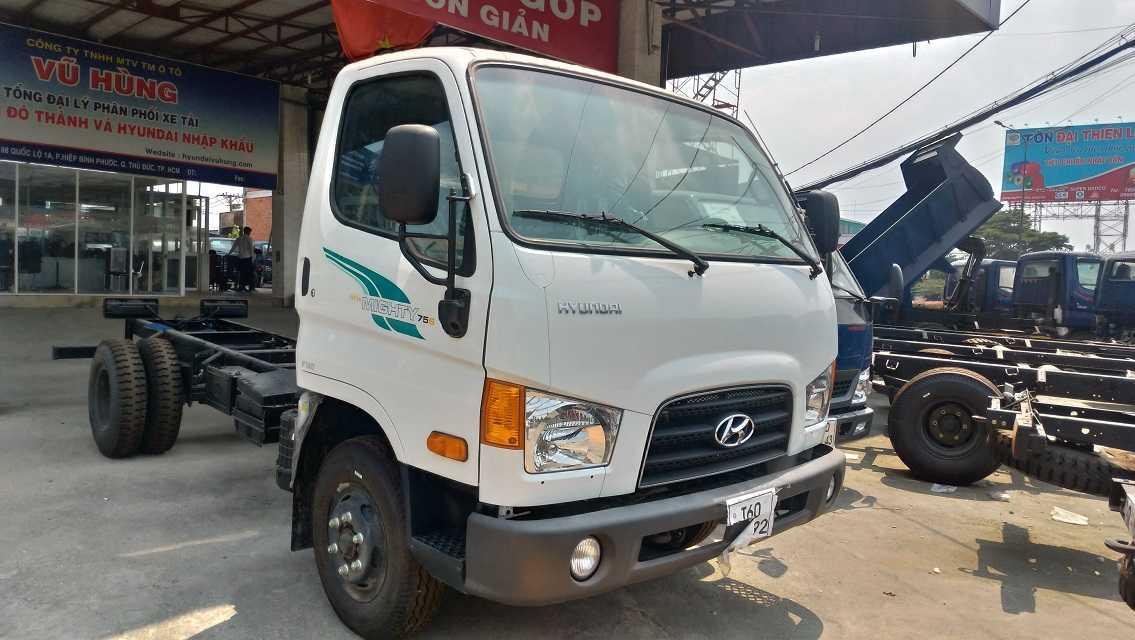 Ngoại thất xe tải Hyundai 75S 1T9