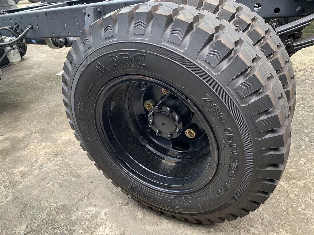 Vỏ sau xe đôi sử dụng lốp 7.0
