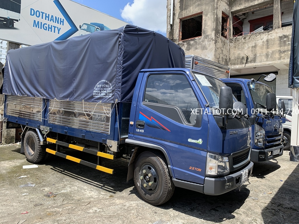 Xe tải 2.5 tấn IZ49 2019