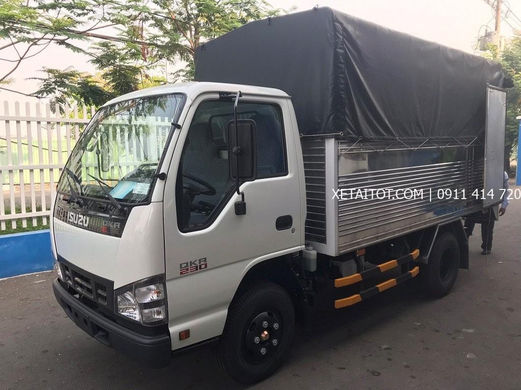 Xe tải ISUZU QKR 230 thùng kín