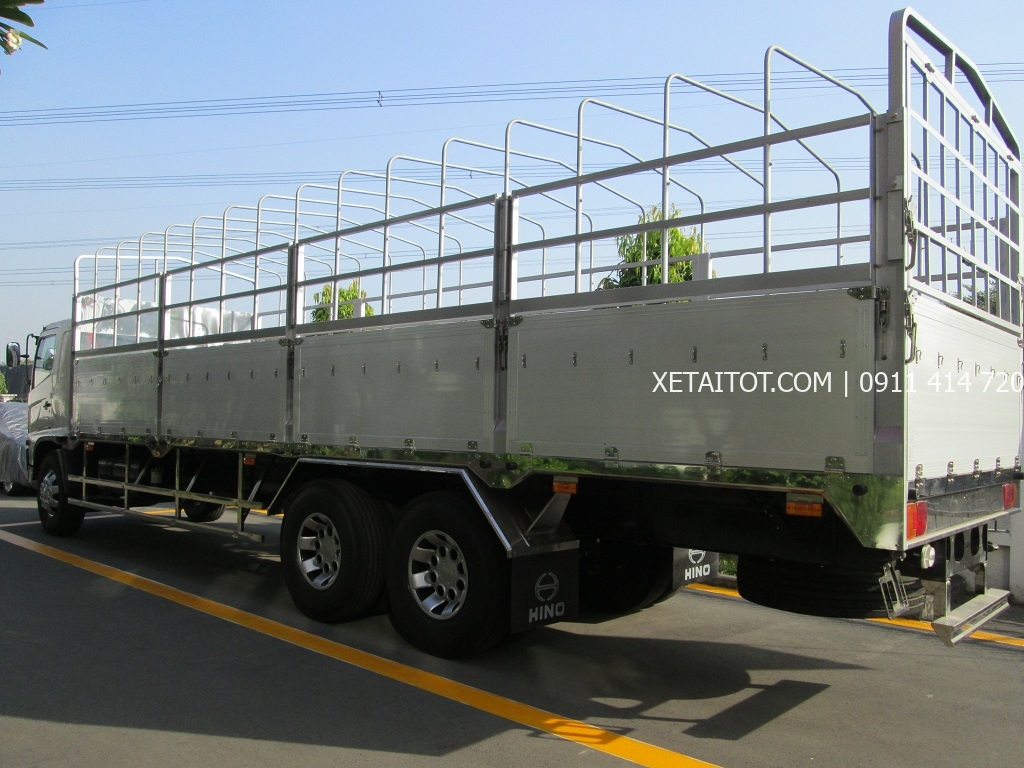 Xe tải HiNo thùng dài 9.6 m