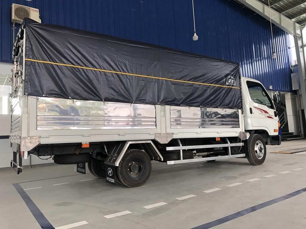 Hyundai N250Sl thùng mui bạt màu trắng