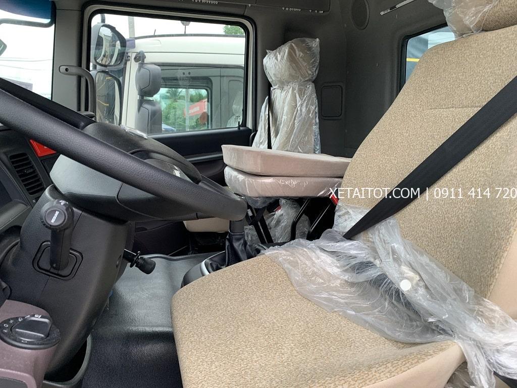 Ghế dành cho tài xế ở nội thất xe tải Daewoo 15 tấn