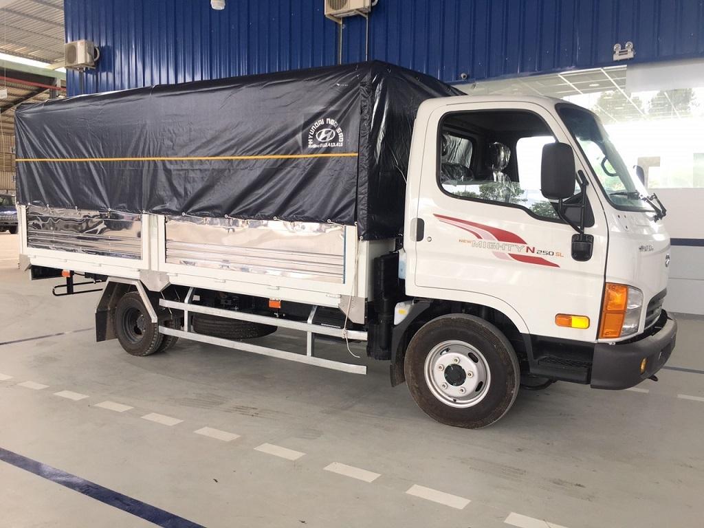Ngoại thất xe tải Hyundai N250 thùng dài