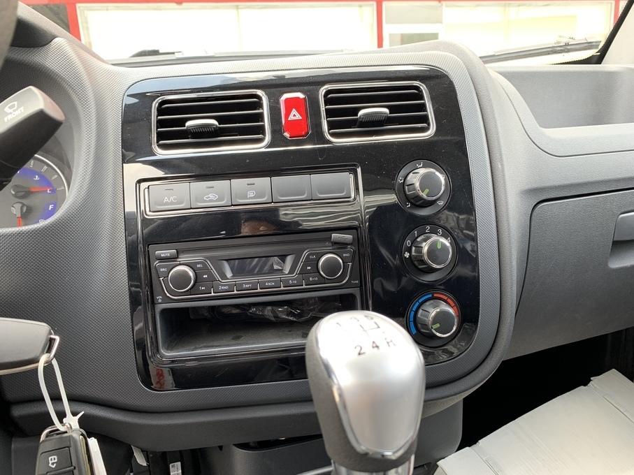 Hệ thống giải trí và máy lạnh của xe