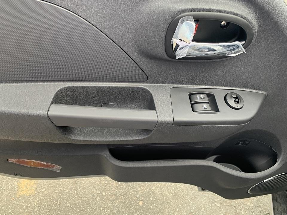 Hệ thống nút bấm và tay cầm lên xuống JAC X99 dành cho tài xế