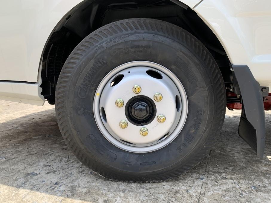 Vỏ xe và mâm của xe