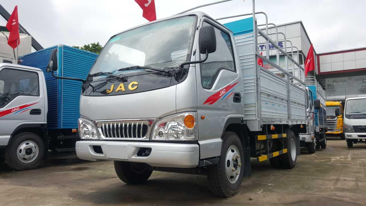 Xe tải JAC 2,4 tấn màu bạt