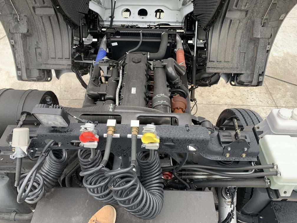 Hệ thống động cơ xe đầu kéo