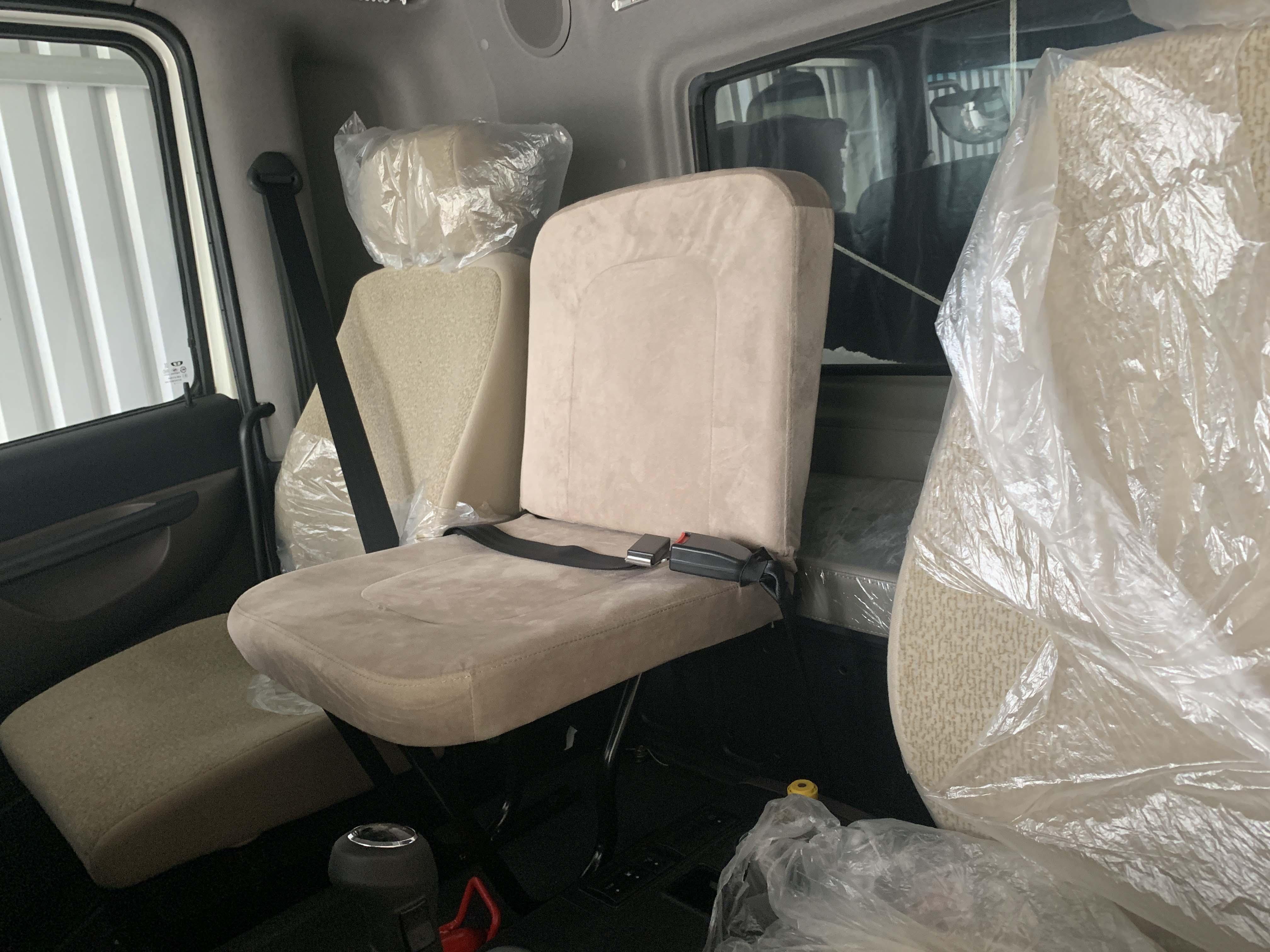Ghế ngồi và giường nằm Daewoo HU6AA 15.6 tấn