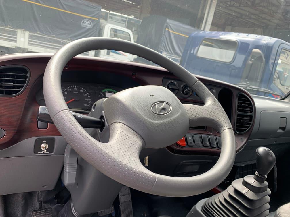 Tay lái 3 chấu của xe tải Hyundai 7 tấn