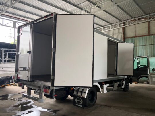 Xe tải Hino 3.5 tấn đóng thùng bảo ôn