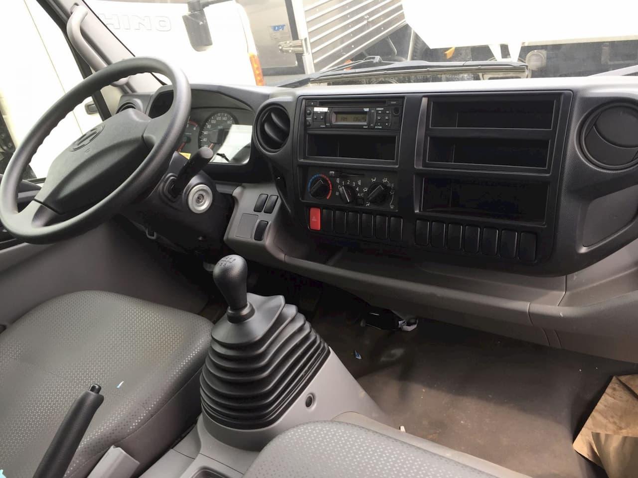 Nội thất xe tải Hino 3.5 tấn XZU720L