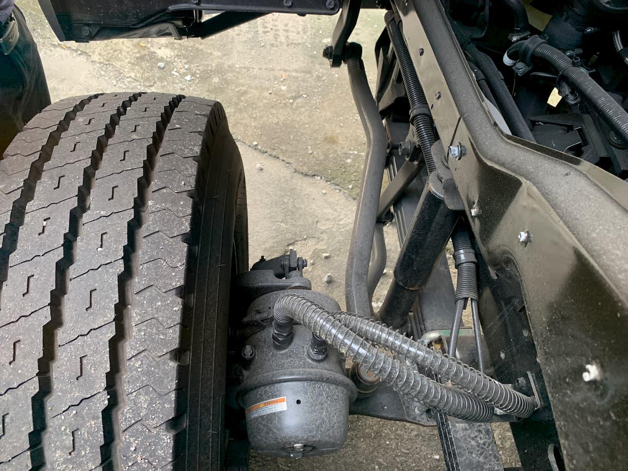 Phanh khí nén trang bị trục trước của xe đầu kéo HD1000