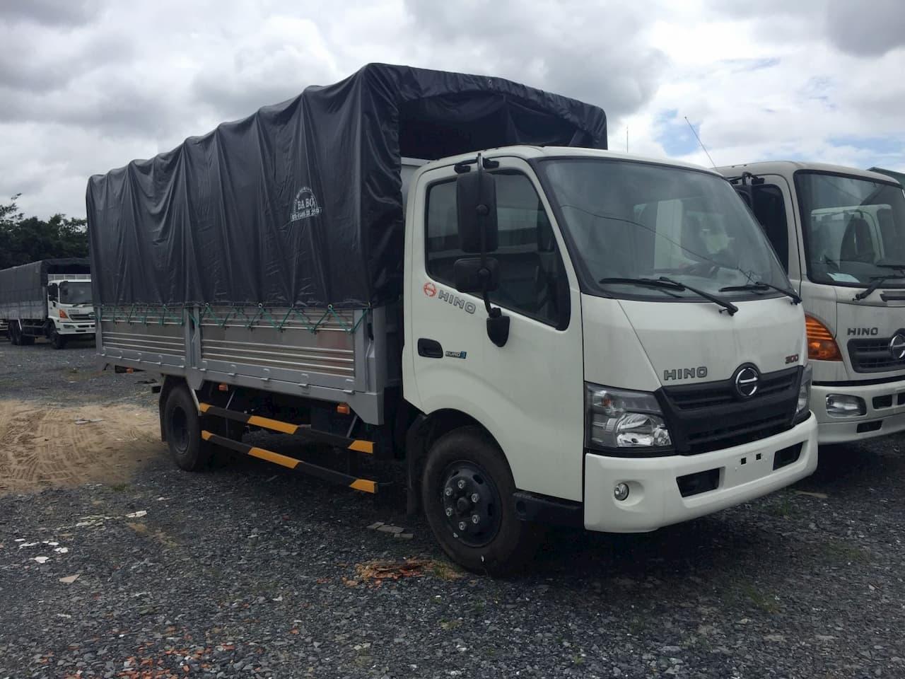 Xe tải Hino 3.5 tấn thùng mui bạt