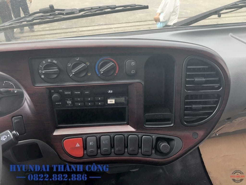 Nội thất xe tải Hyundai 110SL