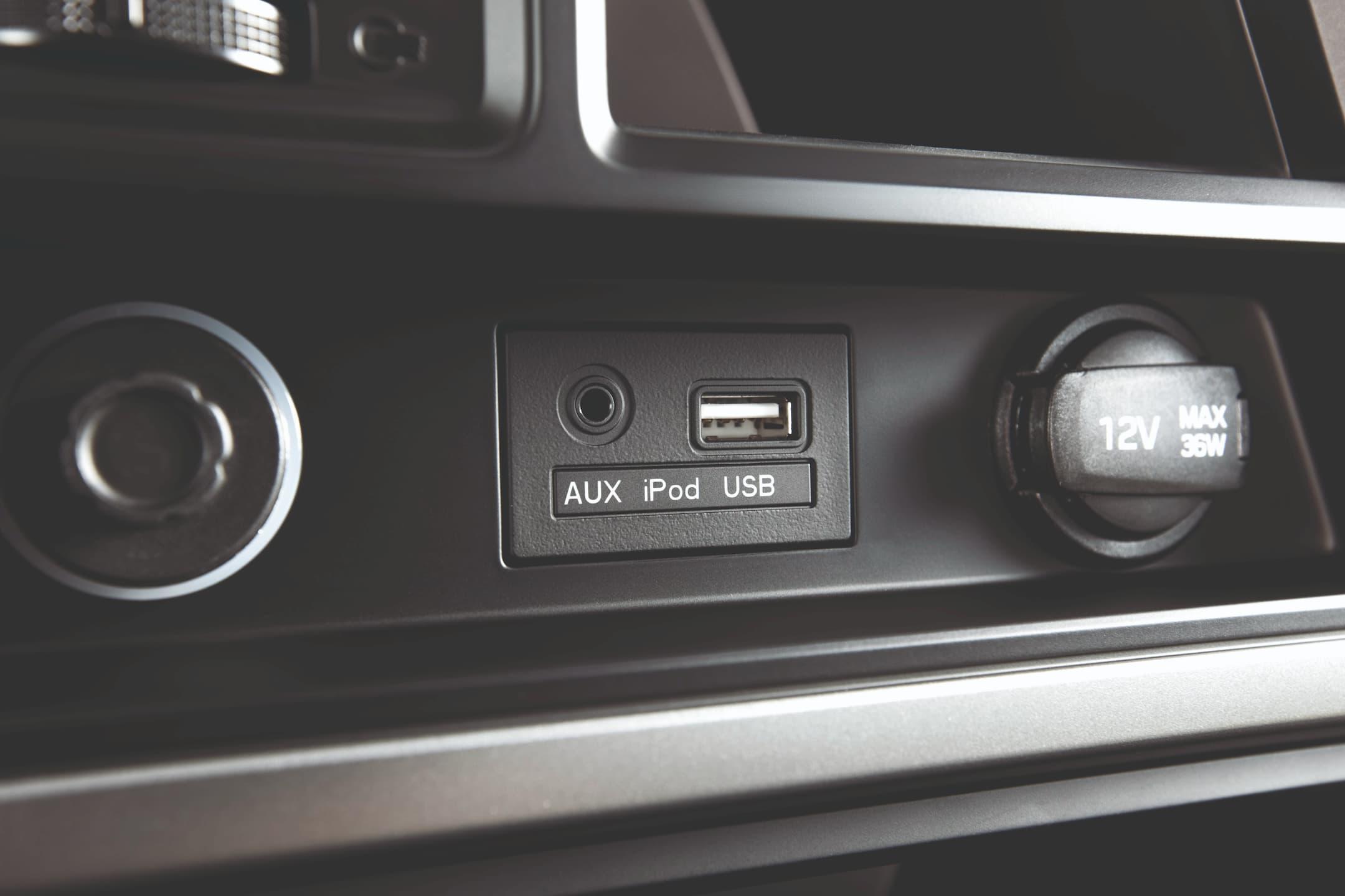 Hệ thống giải trí cổng 3.5 mm và USB