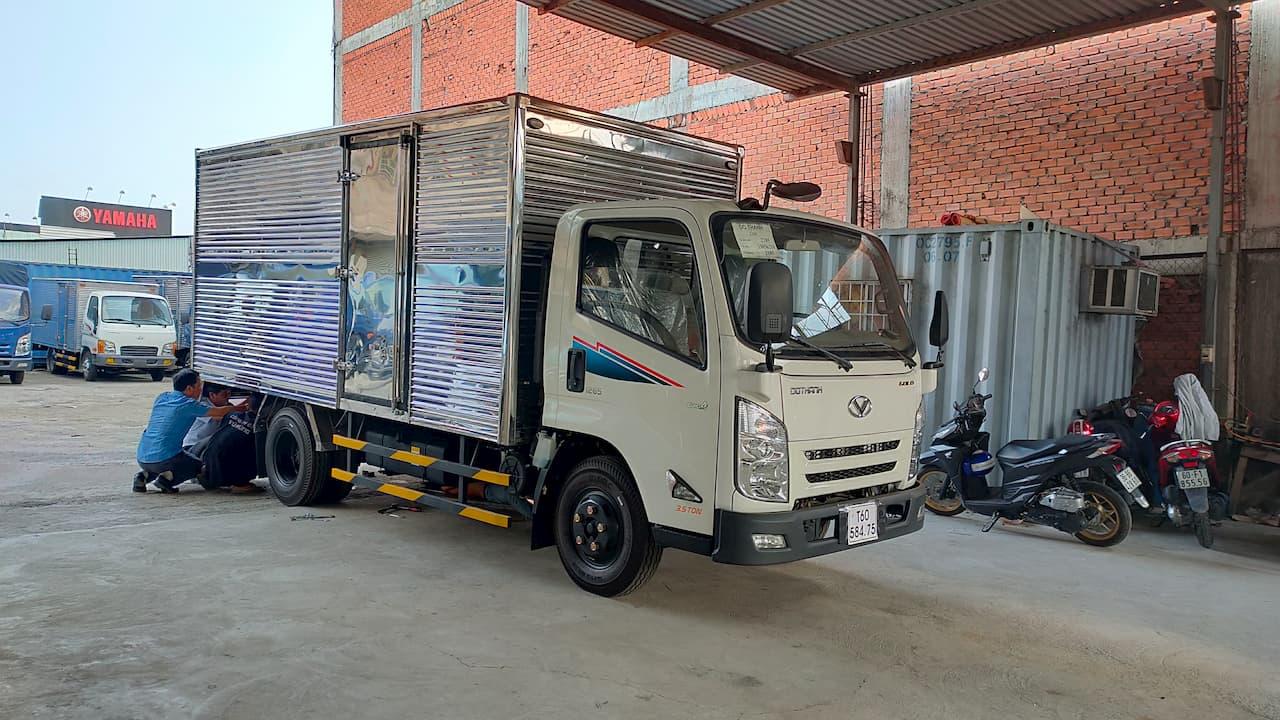 Giá xe tải Đô Thành IZ65 Đô Thành thùng kín màu trắng