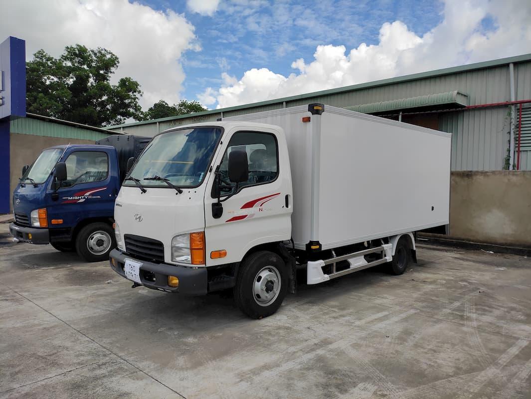 Hyundai N250SL 2.5 tấn thùng bảo ôn Composite