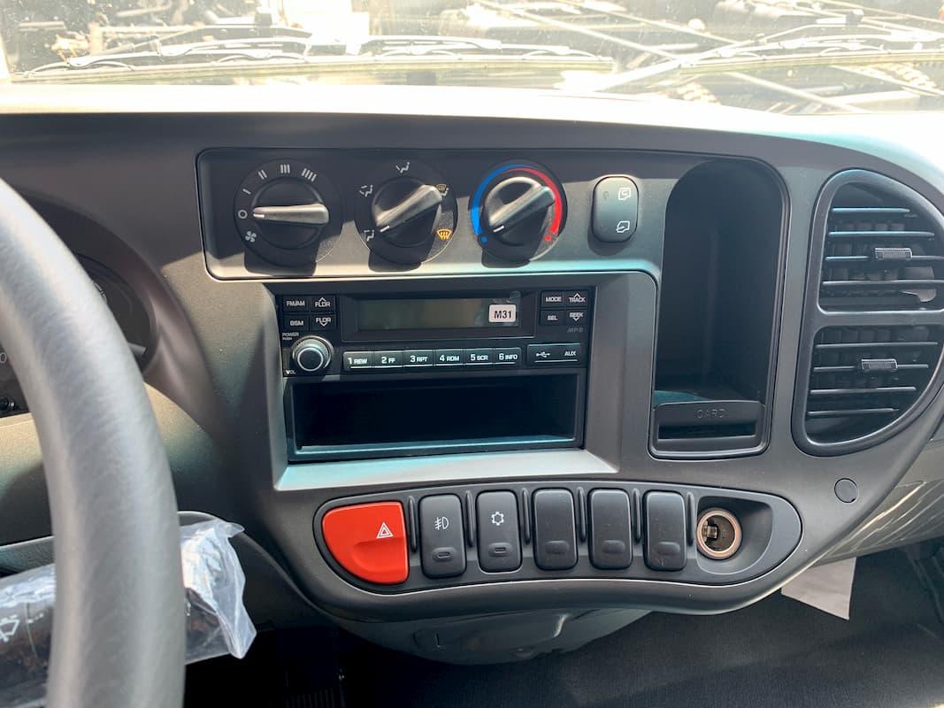 Nội thất Hyundai N250SL thùng bảo ôn Composite