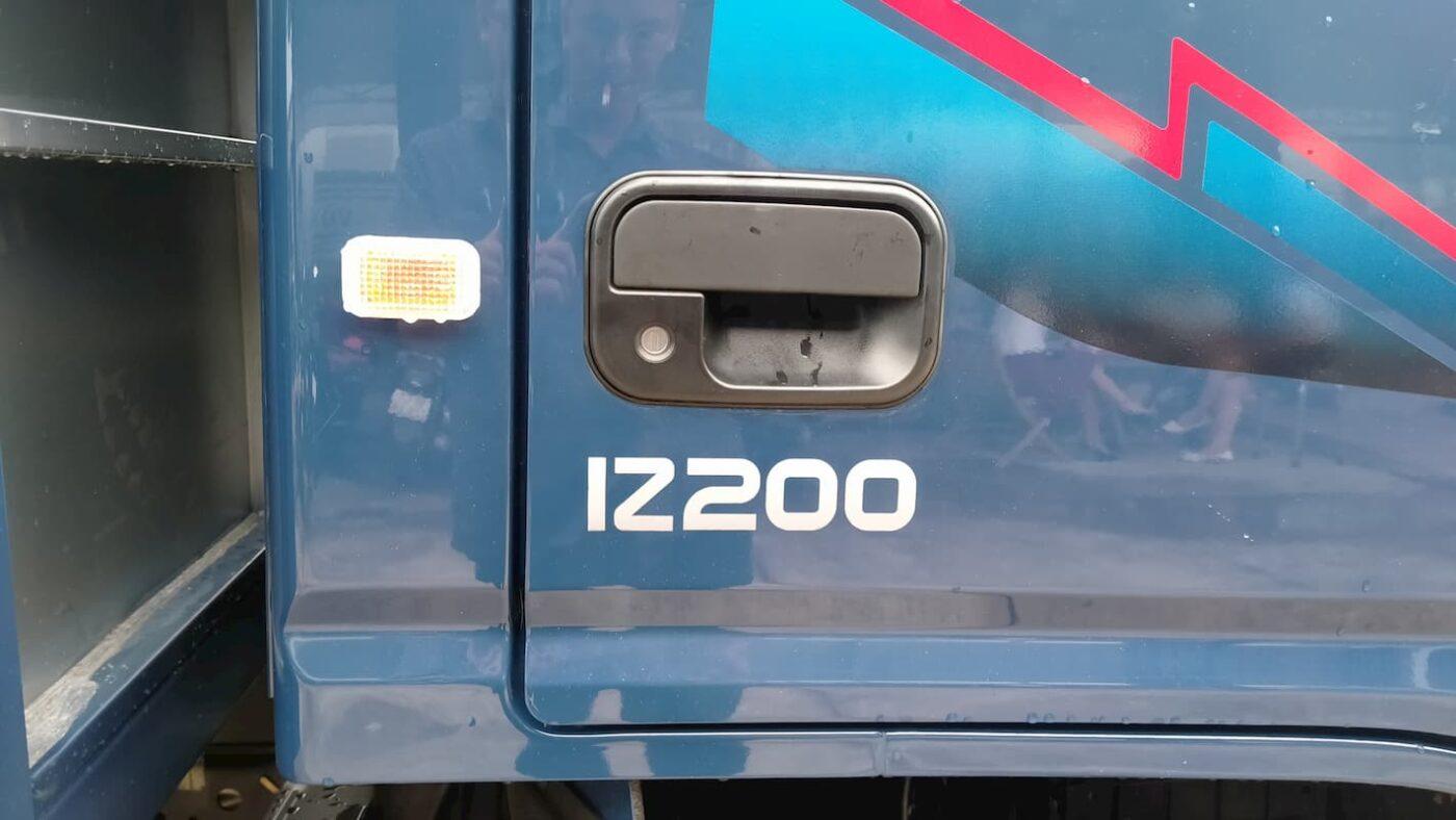ngoai that do thanh iz200