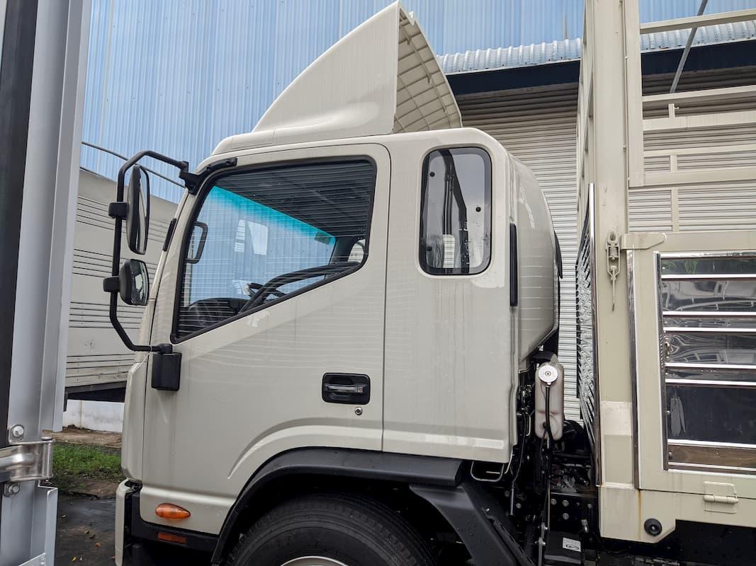 Bên hong xe JAC N800 8 tấn