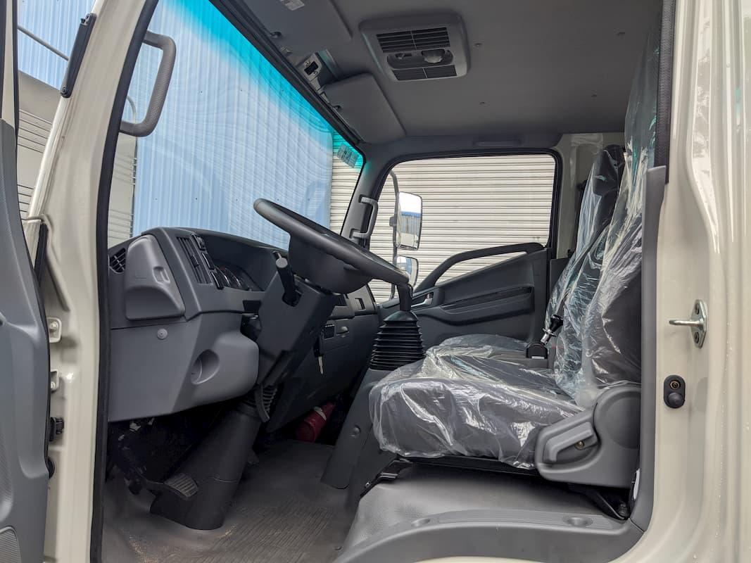 Không gian nội thất Xe tải JAC N800 8 tấn