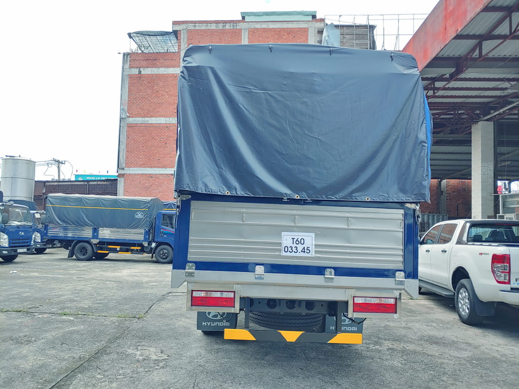 Phía sau xe EX8 GT S2 tải trọng 7 tấn mới