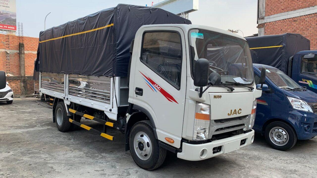 JAC N350 thùng bạt màu trắng kem