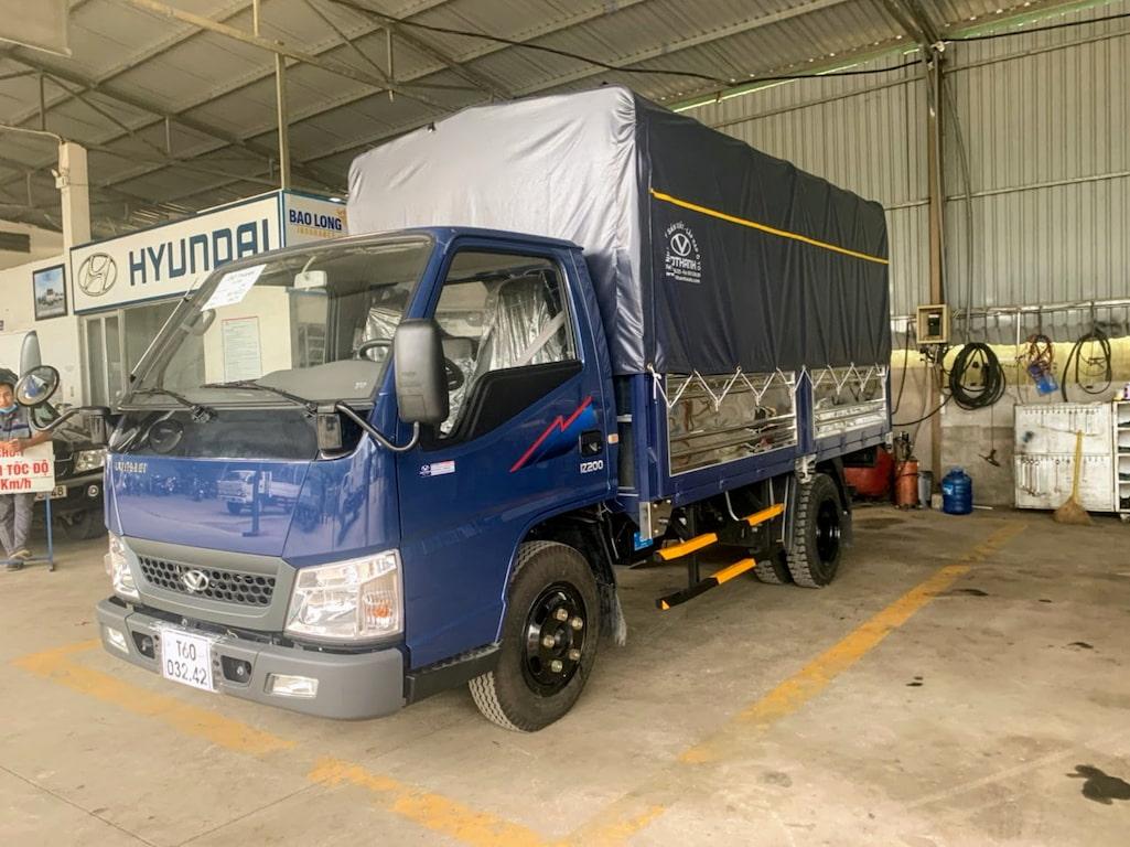 Xe tải Đô Thành IZ250 thùng kín màu xanh