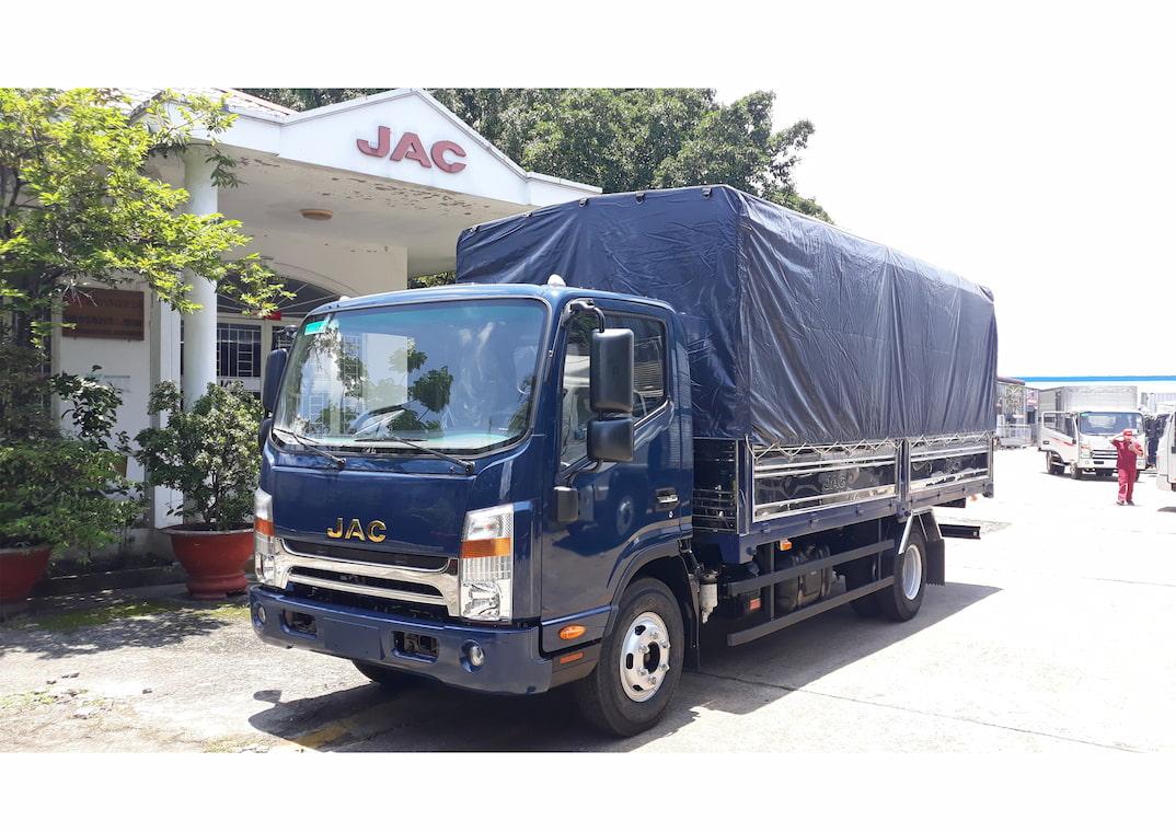 Xe tải JAC N500 5 tấn thùng bạt xanh