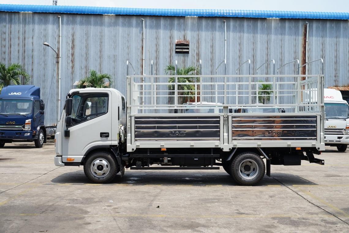 Giá xe tải JAC N200S thùng bạt